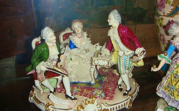 Антикварный фарфор: сервизы, вазы, фигурные композиции, часы